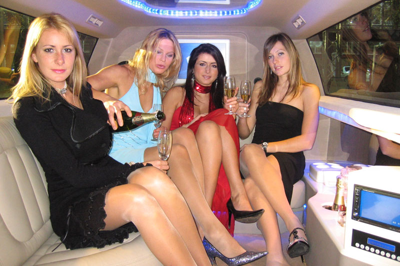 Засветы девушек в лимузине